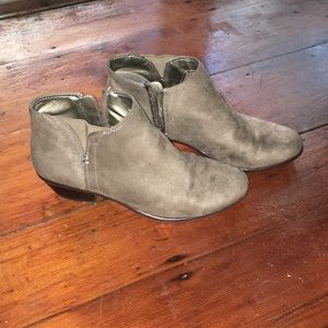 Madeline size 7.5 taupe booties